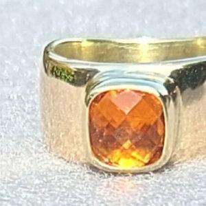 stoere grote gouden ring met goud van de klant en een checkerboard geslepen vuurcitrien