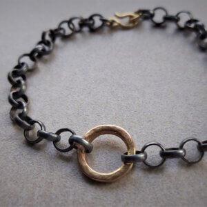 geoxideerd zilveren jasseron armband met gouden rondje en gouden slot