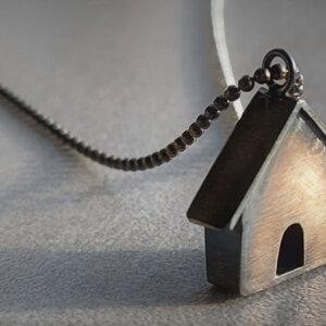 geoxideerd zilveren collier met huisje