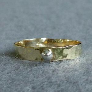gouden stapelring met zilveren balletje
