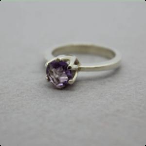 zilveren chaton ring met amethist