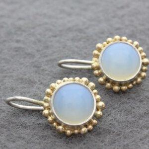 zilveren oorbellen met opaliet en details van omgesmolten oud goud