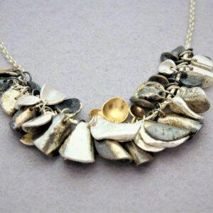 collier van geoxideerd zilver met gouden accenten