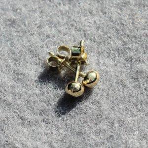 oorknopjes van oud goud