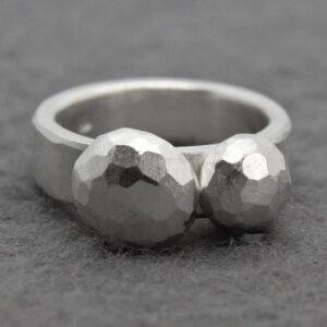 zilveren ring met gefacetteerde blobs