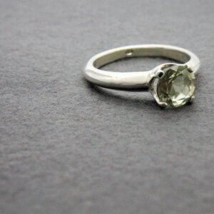 zilveren ring met groene amethist
